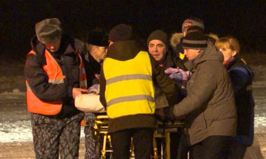 Сегодня утром двоих пострадавших вавиакатастрофе доставили вМоскву